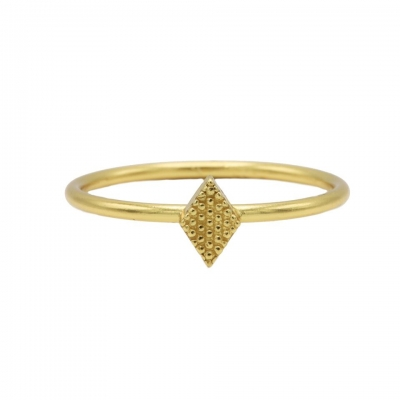 Karma ring diamond shape goldplated.