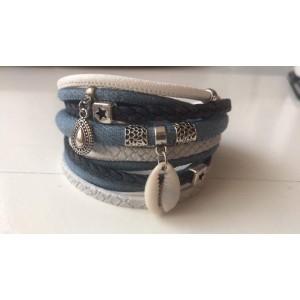 Wikkelarmband lichtblauw/ wit.