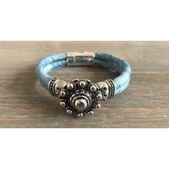 Zeeuwse knop armband lichtblauw.
