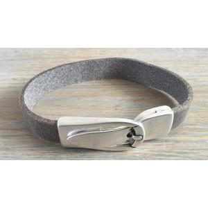 Leren armband met magneet gesp sluiting taupe.