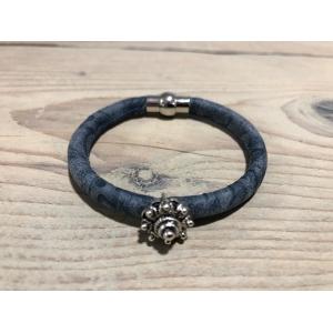 Armbandje Zeeuwse knop met magneet blauw.