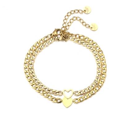 2 schakelarmbanden met hartje en uitgesneden hart goud.