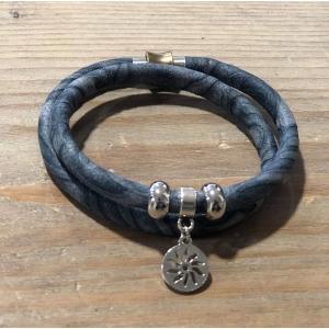 Armbandje dubbel met magneetsluiting jeansblauw.