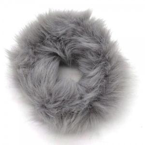 Fluffy scrunchie grijs.