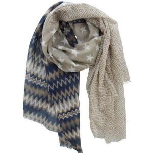 Sjaal beige met verschillende print.