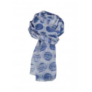 Sjaal met blauwe stippen.