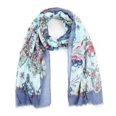 Sjaal met bloemen motief blauw.