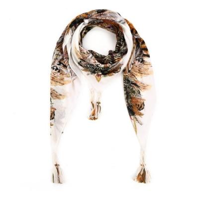 Driehoek sjaal met tassels wit.