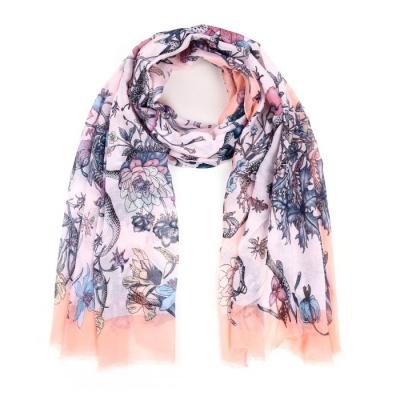 Sjaal met bloemen motief lichtroze.