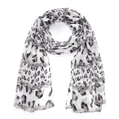 Sjaal summer Leopard grijs.