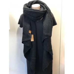 Warme sjaal met schuine punten zwart.
