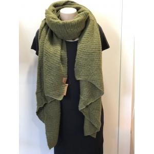 Warme sjaal met schuine punten groen.