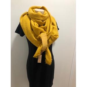 Sjaal vierkant okergeel.