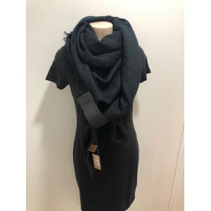 Sjaal vierkant zwart.