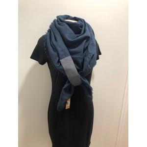 Sjaal vierkant donkerblauw.