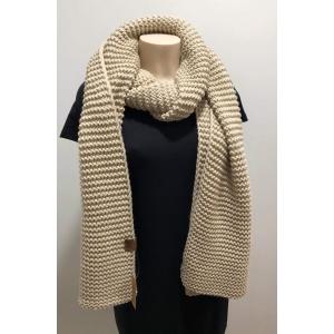 Knitten sjaal beige.