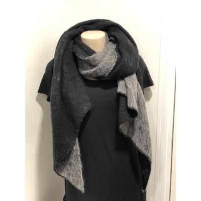 Warme sjaal met punt 2 kleuren zwart.