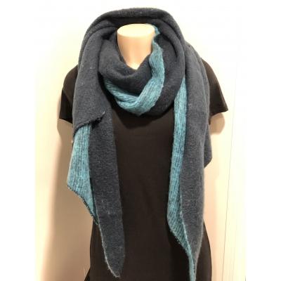 Warme sjaal met punt 2 kleuren blauw.