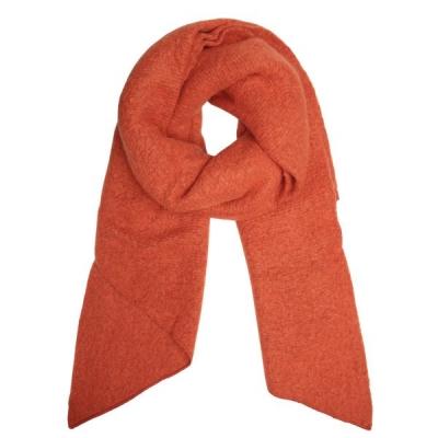 Warme sjaal met punt oranje.