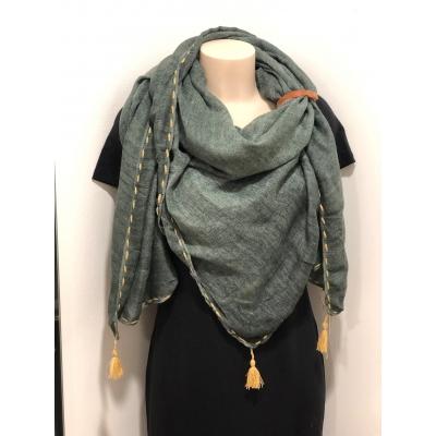 Sjaal met kwastjes groen.