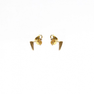 Karma studs long triangle goud.
